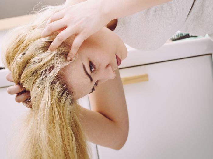 Ako liečiť suchú pokožku hlavy