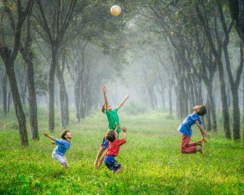 Ako zabaviť malé deti a zároveň ich priviesť k športu?