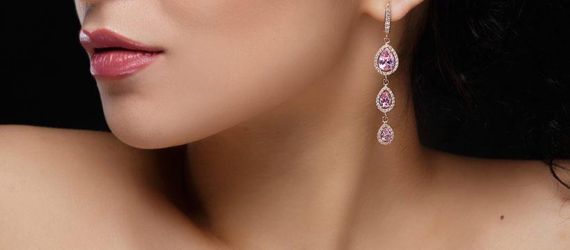 Ktoré dámske šperky sa vám budú najlepšie kombinovať s elegantným oblečením?