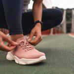 Tenisky – ľahko kombinovateľná obuv, ktorú nosia takmer všetky vekové kategórie
