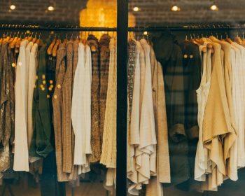 Viete, čo nosíte? Zoznámte sa s najbežnejšími materiálmi oblečenia