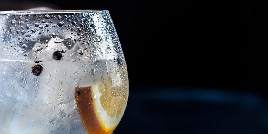 Prečo piť veľa vody a aké zdravotné benefity to so sebou prináša